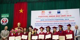 International Master in Medical Biotechnology dell'Università di Sassari, consegna di 9 pergamene_Huè, Vietnam