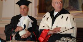 Faouzi Kechrid riceve la pergamena della laurea honoris causa dal Rettore Massimo Carpinelli