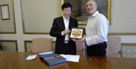 Il Rettore Massimo Carpinelli con Li Jiajun dell'Università di Tnanjin