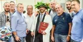 Giovanni Betza, ex cassintegrato Vinyls oggi laureato In Medicina all'Università di Sassari_Foto Unione Sarda