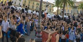 Immagine laurea in piazza