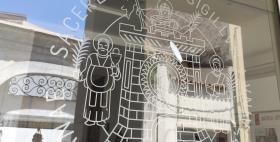 sigillo stampato di ateneo Uniss su porta vetro