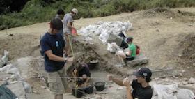 foto studenti allo scavo