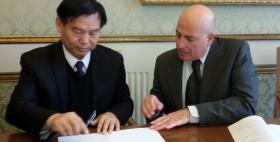 Firma dell'accordo tra il Rettore Uniss e il presidente dell'Università di Luoyang